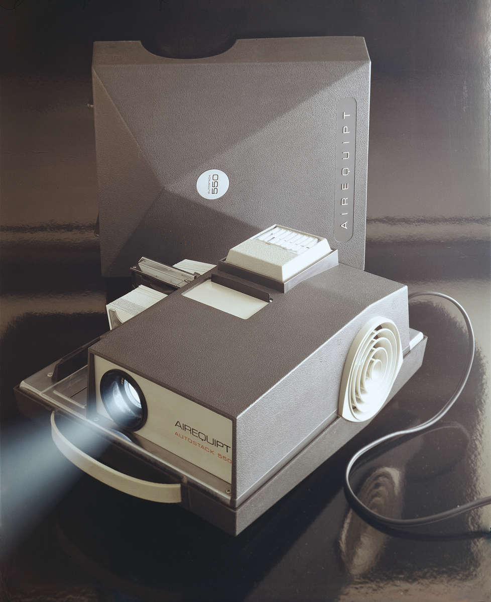 Portable slide projector